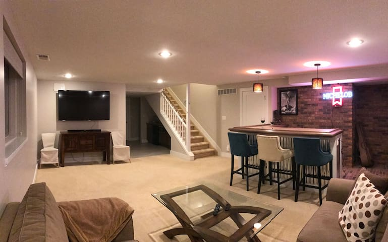 Modern, bright, new space close to Cherry Creek