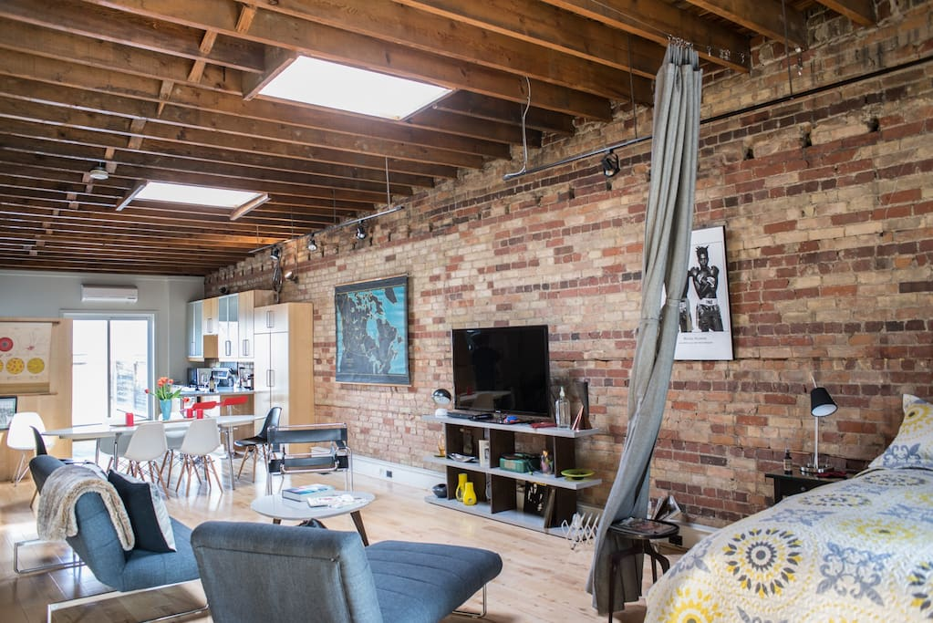 Authentic chic open concept loft lofts for rent in for Open concept loft