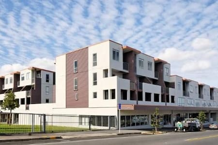 Modern Townhouse handy to Airport and CBD - Auckland - Townhouse