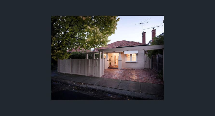 Large comfortable room in delightful Yarraville - Yarraville