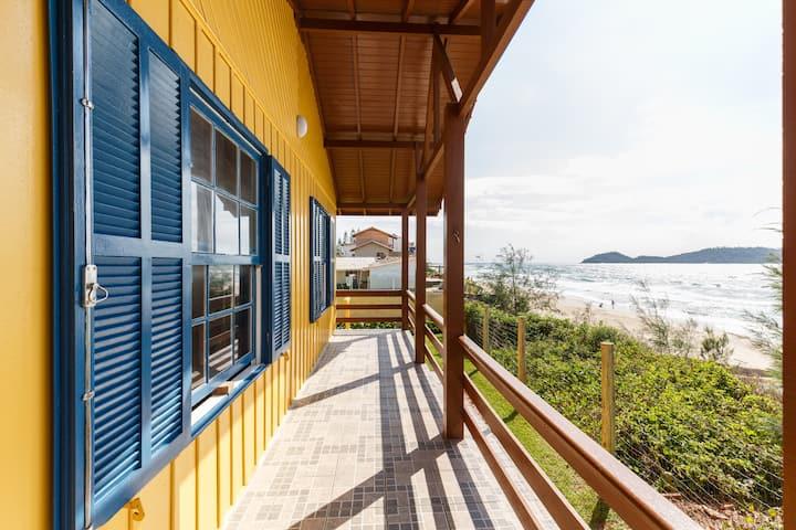 Casa de frente pro mar. Linda vista para a Ilha.