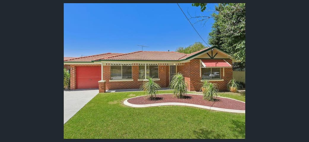 Spacious Southernview Drive Townhouse - West Albury - Şehir evi
