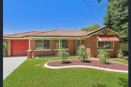 Spacious Southernview Drive Townhouse - West Albury - Townhouse
