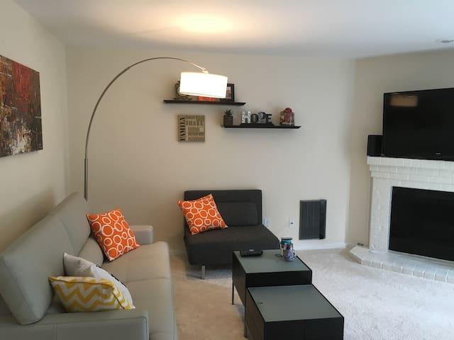 2 Bed Updated Condo in Kirkland/Totem Lake - Kirkland - Condominium