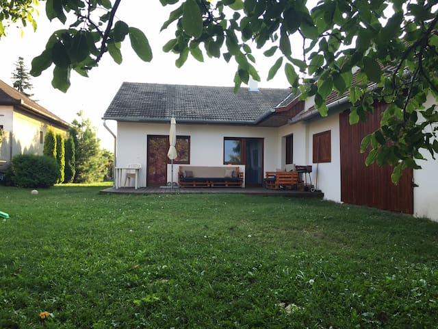 Vörös Holiday house - Kápolnásnyék - Hus