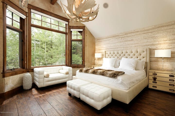 Master Suite / Private Floor / Private Bath / King Bed