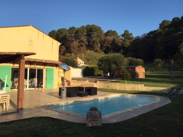 Chambres dans maison avec piscine - Villeneuve-Loubet - บ้าน