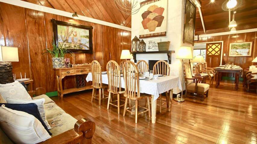 Guesthaven Baguio Bed And Breakfast: Room ALEPH
