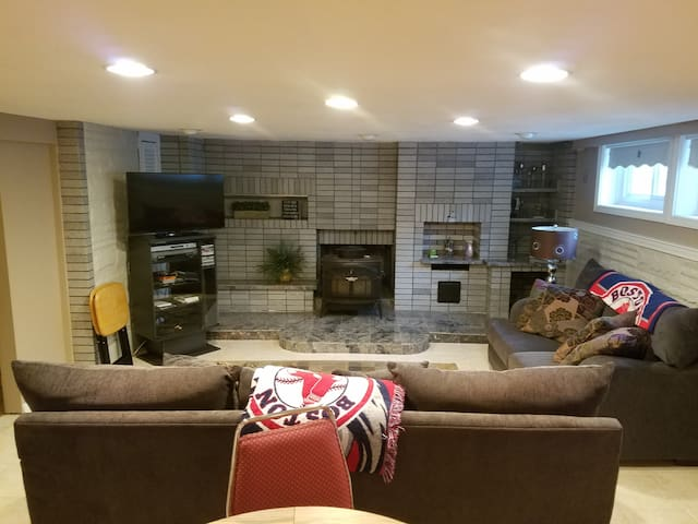 Cozy Basement Apartment-Stoneham