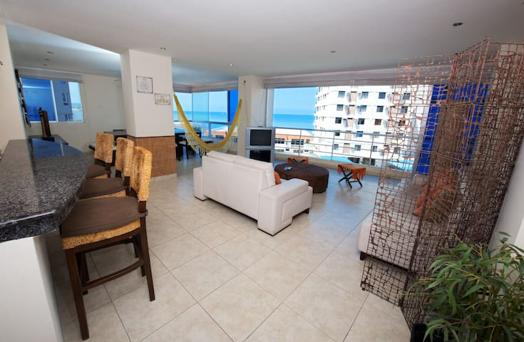 Malecon vista mar 4 cuartos/Wifi/parqueo/piscina