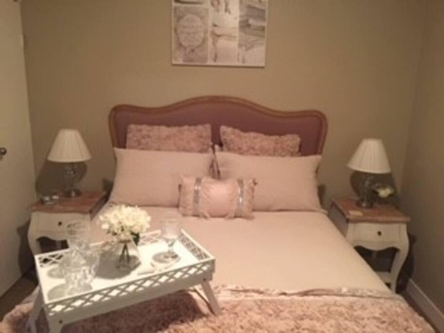 Beautiful linen.  Quality pillow top mattress.  1000 thread count sheets.