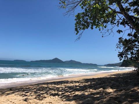 Elegante estúdio com vista para Ilha Anchieta.