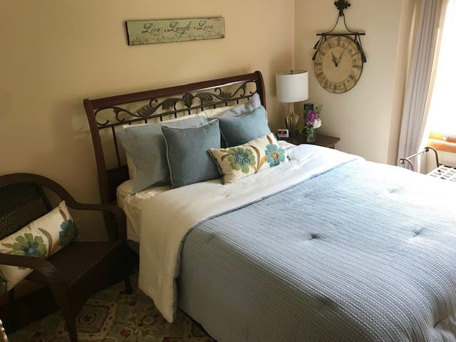 M&M's Place ~ a sweet stay!  Airport/East Madison