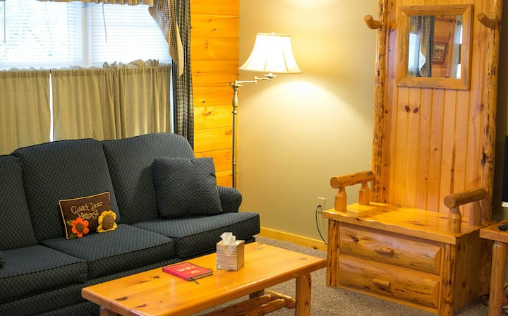 2 Bedroom Lodge Suite with Kitchen, Fireplace, and Jacuzzi Tub