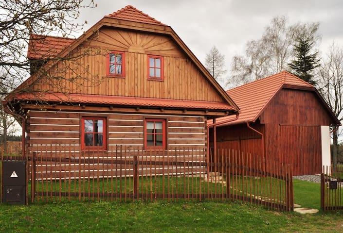 Roubená chalupa v obci Paseky - Proseč