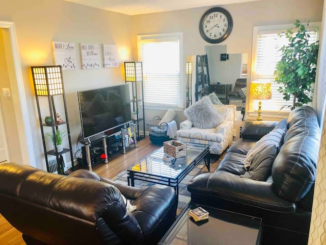 Fun and Cozy Home! Walk to Broad Ripple! King bed!
