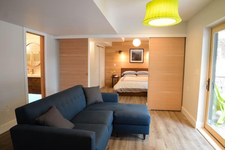 Modern 2 Bedroom Suite in South Boulder w/Firepit