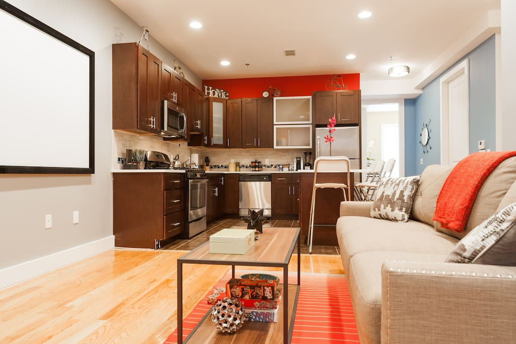 STUNNING MODERN 2 BEDROOM -- NEAR NYC TRAIN - Apartments ...