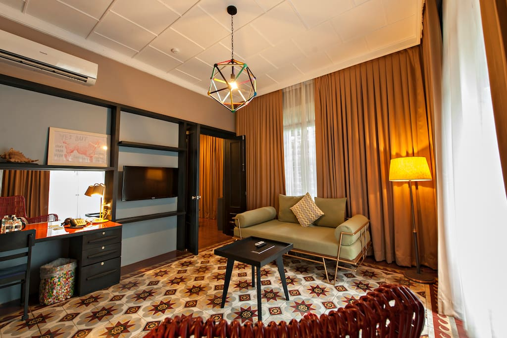 Suite - Ante Room