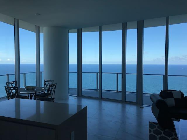 Hyde condominium penthouse 41st floor 2 bed 2 bath