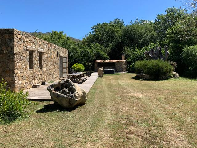 Maison en pierre de type bergerie