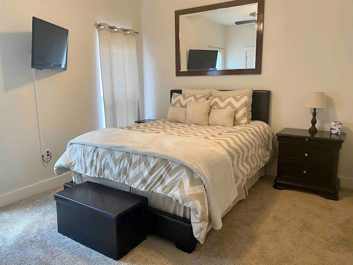 Room for Rent in Oak Grove Suburbs