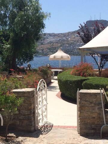 Gündoğan'da deniz kenarı villa, 3 odalı - Gündoğan Belediyesi - Villa