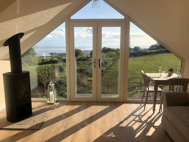 The Loft - Window on the Severn