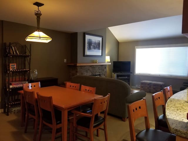 Village Centre ski out 3bdrm + loft and hot tub