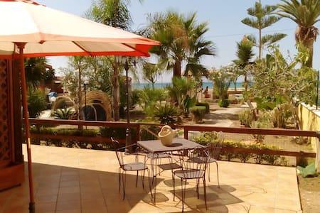 Villa sulla spiaggia a Marinella - Porto Empedocle - Willa