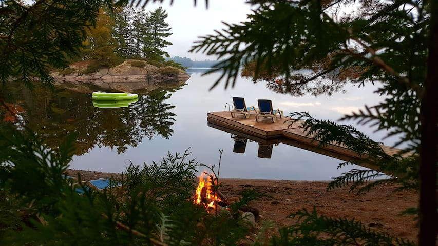 Couples Only Romantic Lakeside Cottage w/ Hot Tub