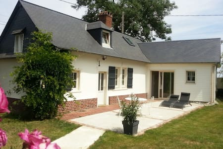 Tranquila casa de vacaciones en Sentelie, Norte de Francia con jardín