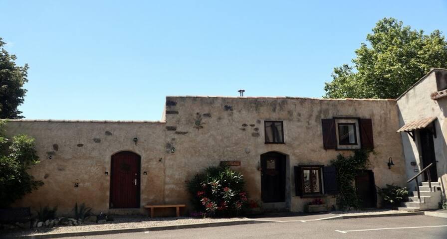 2 gîtes rustiques charmants, 25 km de Carcassonne