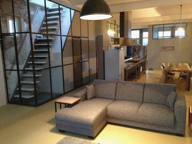 The glas walls make this apartment very light!