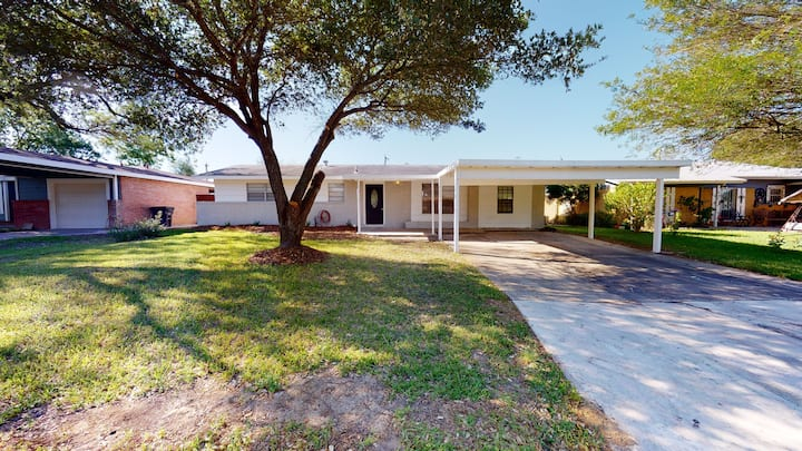The Landing Pad-4 minutes from Lackland AFB!