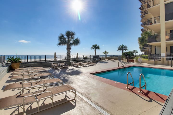 Stunning Gulf-View condo w/access to shared pool & full kitchen