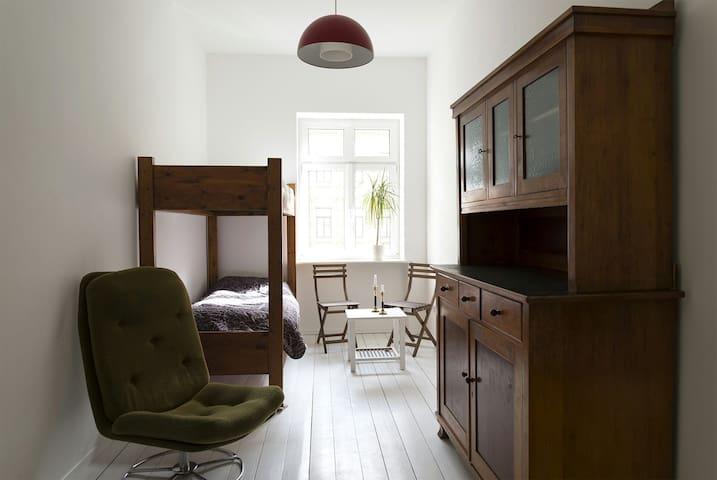 30er Jahre Zimmer, Dielen, Kamin, Balkon - Leipzig - Wohnung