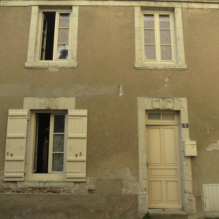 Petite maison en rénovation à St Florent le Vieil