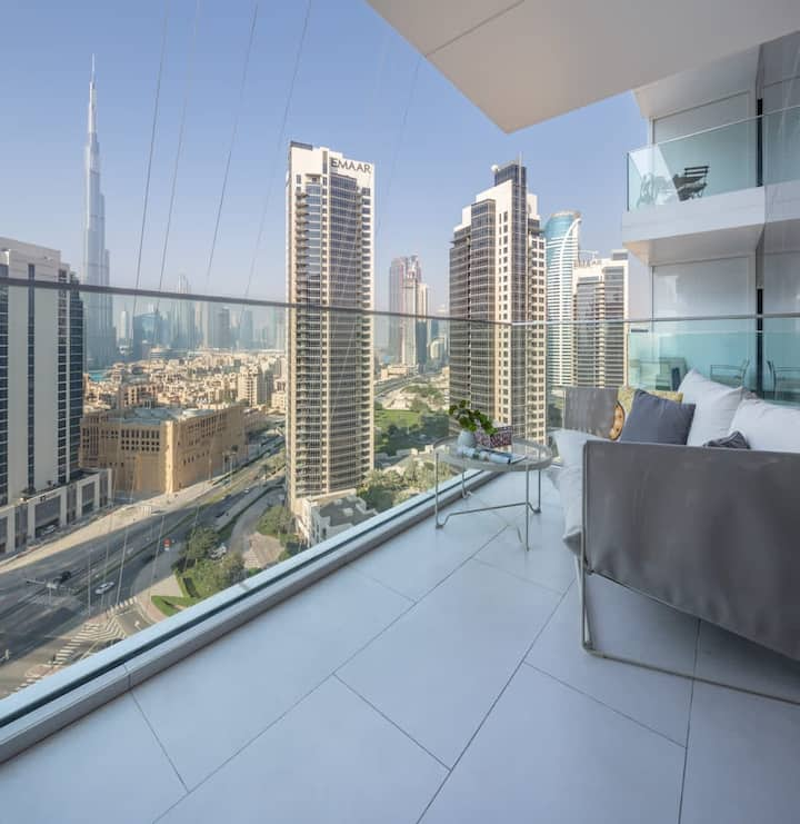 Stunning Studio with Incredible Burj Khalifa View!