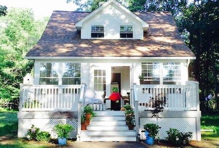 Cottage Farmhouse *Milford* - Greeley - บ้าน