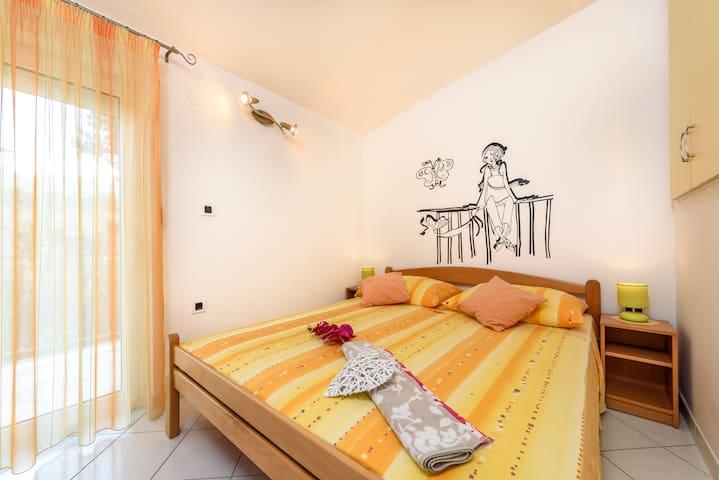 Apartmani Maleš A2 - Arbanija - Lägenhet