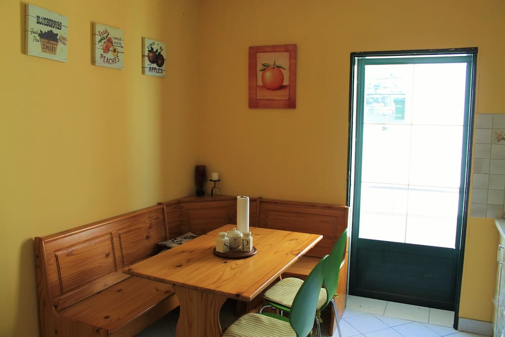 Fully equipped kitchen with dining area