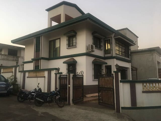4BHK Bungalow Near Lions point