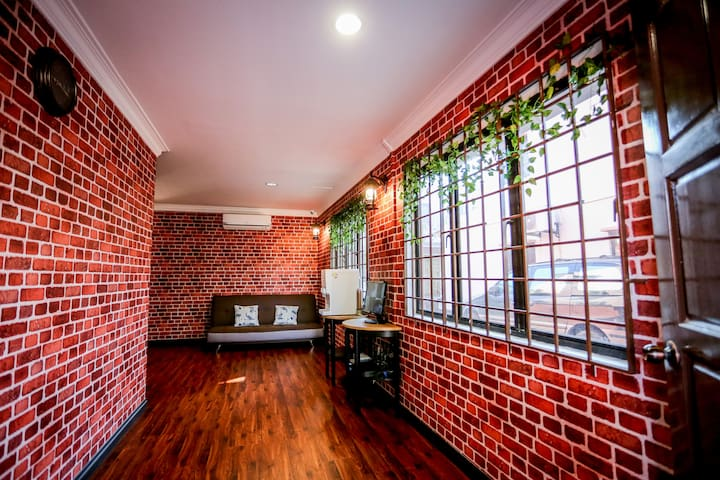 1.HomeStay(5mins)walk to JONKER  STREET(Q.BED) - มะละกา - บ้าน