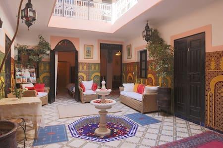 Medina:Comfort & Style -Derb Lakbir - Bed & Breakfast