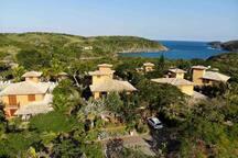 Paraíso na praia do Forno com serviço incluído!