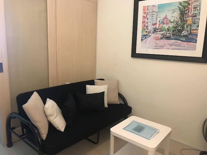 Well furnished 1BR in Jazz Res. Fast WiFi, Netflix