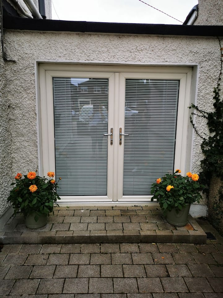 Studio apartment Templeogue. 15 mins from Town