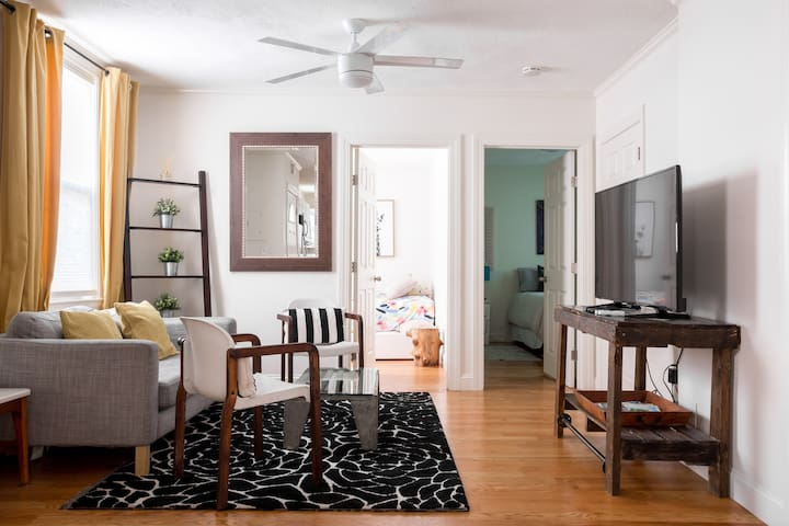 Rustic & Renovated 3BR Steps to Airport & Subway