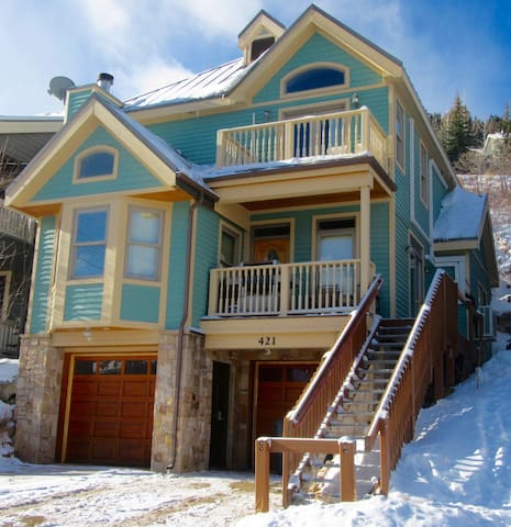 Beautiful Home-Ski-In/Ski-Out Access;Steps to Main